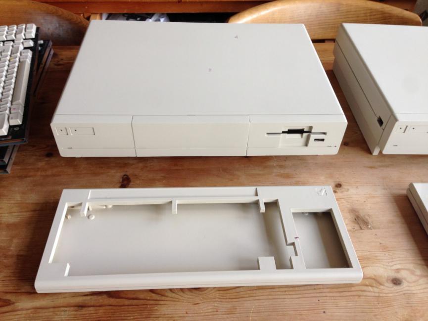 Klikněte na obrázek pro zobrazení větší verze  Název: A1000-respray-one-case-and-keyboard-after-1024x768.jpg Zobrazeno: 73 Velikost: 53,2 KB ID: 8369